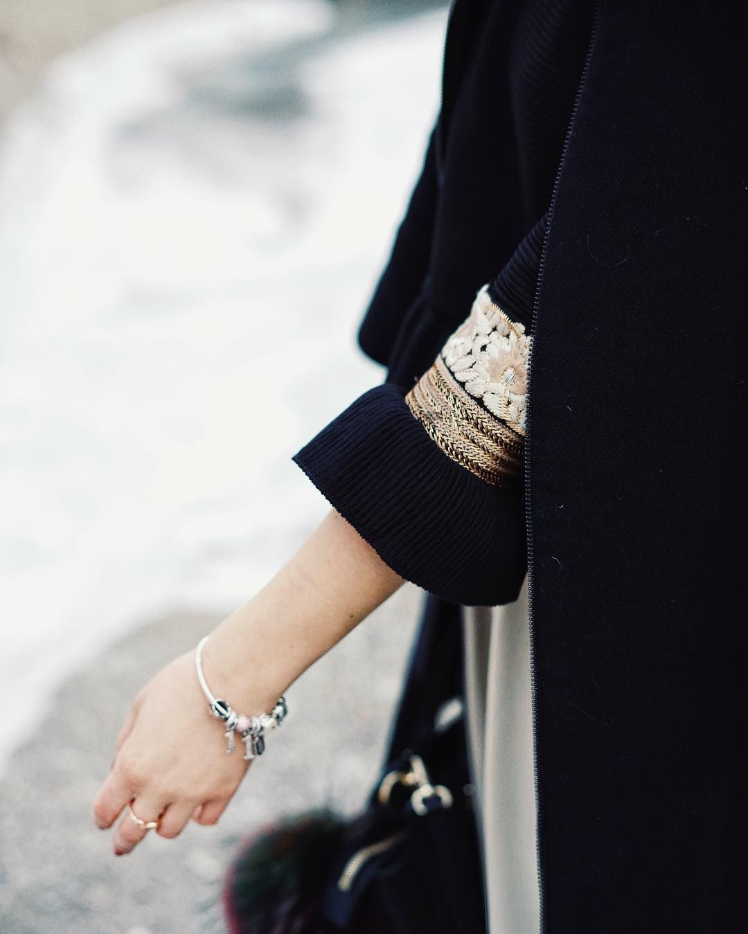 s n o w  #ootd #gold #details