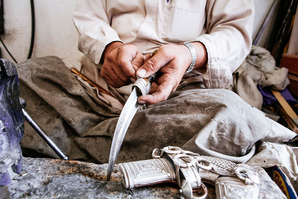 Atharna | Janbiya Dagger Making in Najran | Dagger, Duffle, Rite of passage