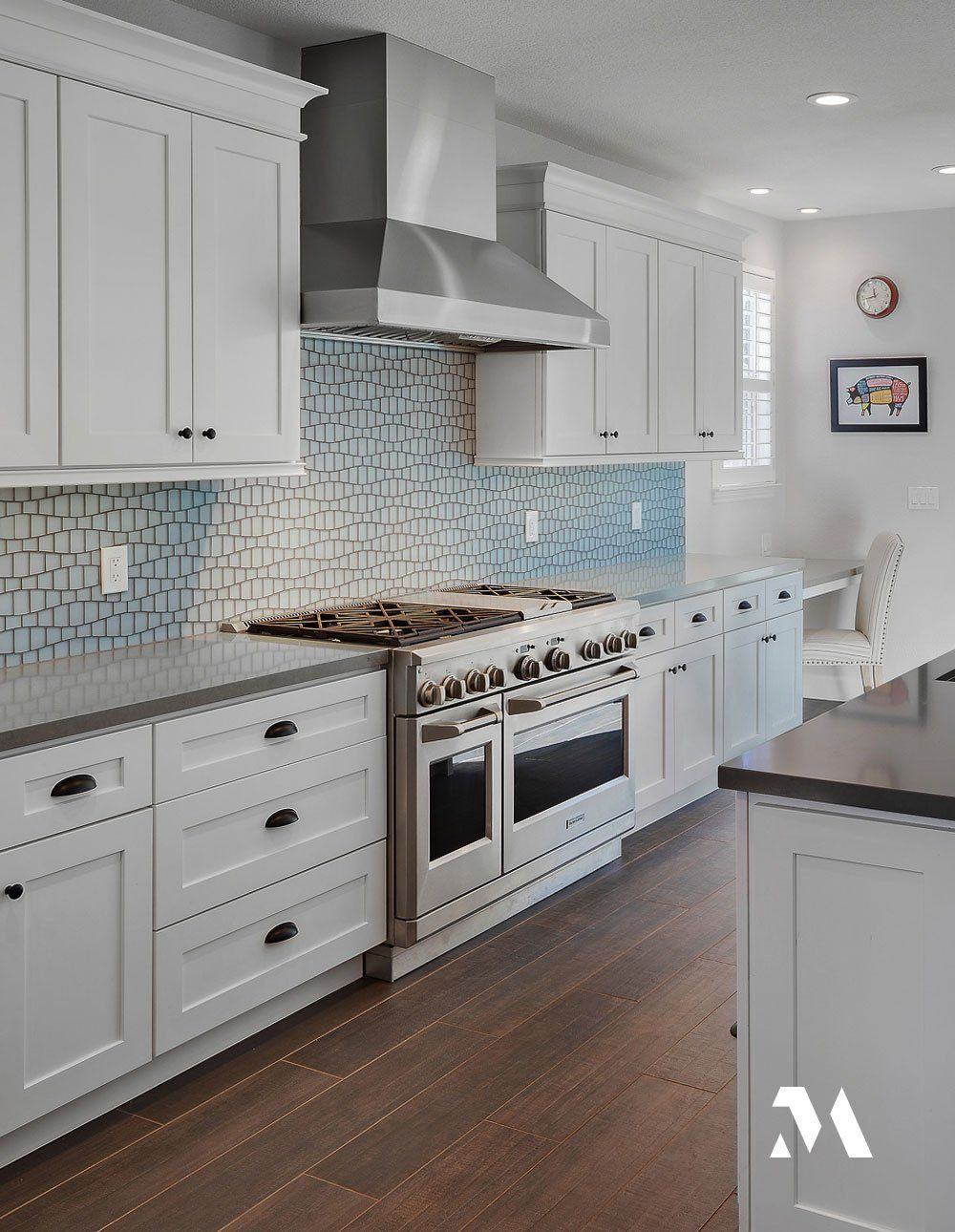 This Elegant And Serene White Kitchen With Monogram Appliances From Drf Builders Is A Dream Come True F In 2020 Professional Kitchen Appliances Kitchen Remodel Kitchen