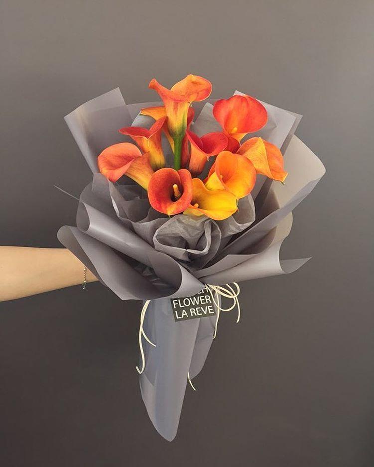 "Polubienia: 1,067, komentarze: 16 – FRENCH FLOWER SHOP LA REVE 라레브 (@ouilareve) na Instagramie: ""꽃을 디자인하다. THE FRENCH FLOWER SHOP LA REVE . . 신비스러운 색감의 수입 오렌지 카라에요 ^^. '당신은 나에게 행운'이라는 멋진 꽃말을 가졌어요.…"""