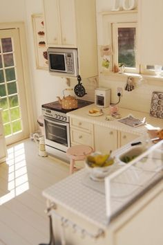 Miniature Kitchen, incredible detail! In 1/12 scale.