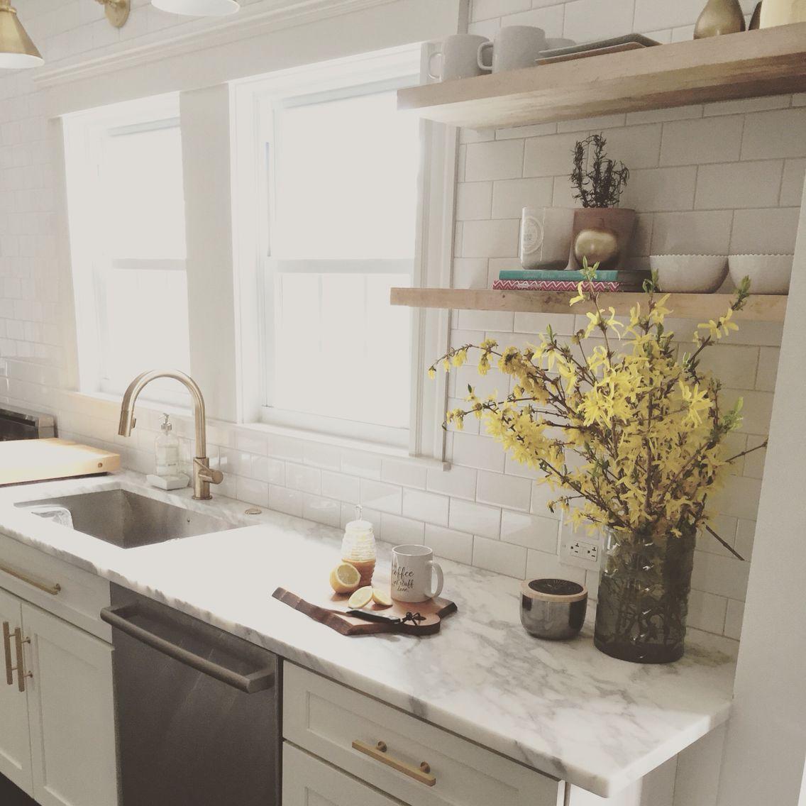 Kitchen makeover design by Jennifer Cavorsi Design #whitekitchen #marble #subwaytile