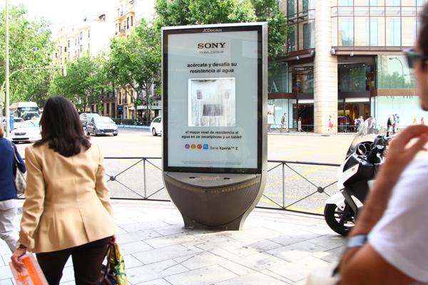 sony presenta con jcdecaux innovate y phd el xperia z y el xperia tablet