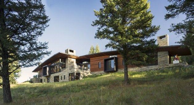 Magnifique maison du0027artiste en bois et pierre sur une colline de