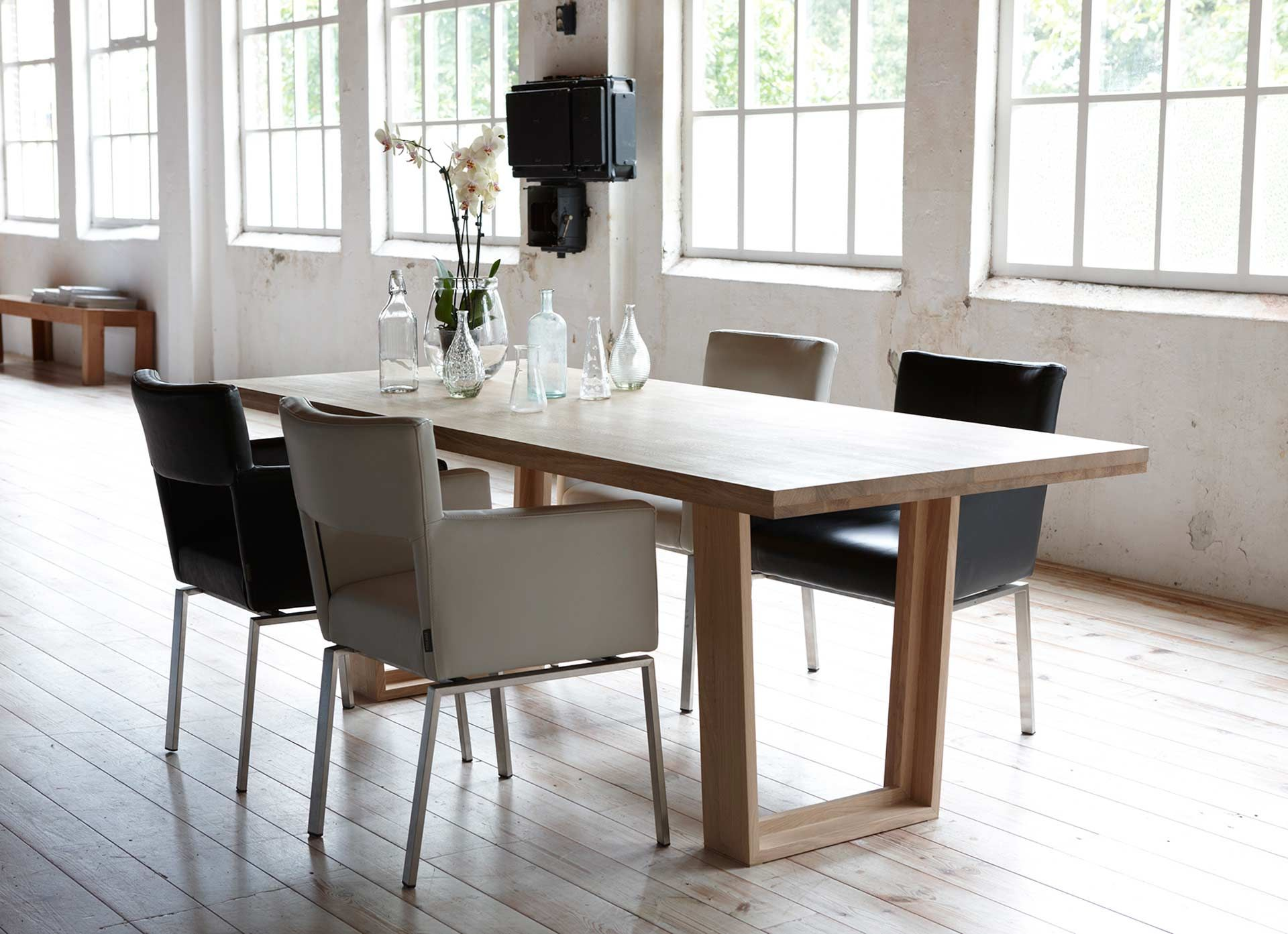 Dutch Design Tafel : A new slim dining table for the dutch brand foucault is out the