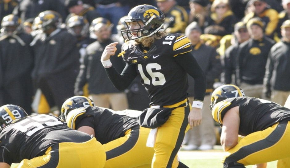 Ncaa Football Rankings New Ap Top 25 And Coaches Polls Released Shake Up As Iowa Rises Ohio State Falls Ncaa Football Ohio State Football
