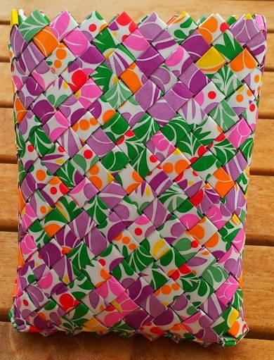 Charmian-delight.: CandyWrapper : Summer purse.