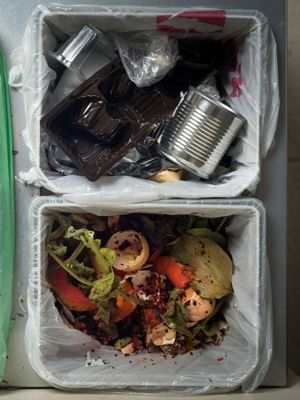 supprimer les mauvaises odeurs de la poubelle les meilleures astuces de grand m re pour. Black Bedroom Furniture Sets. Home Design Ideas