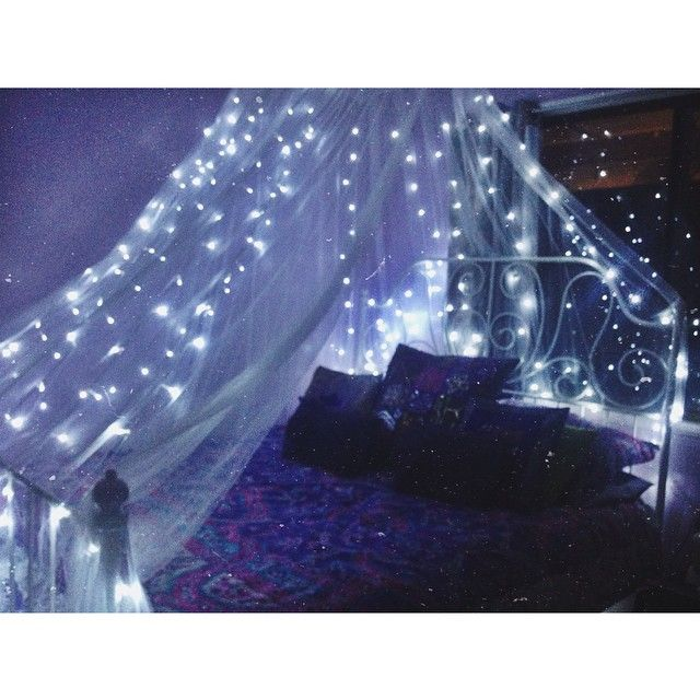 Bedroom canopy lights tumblr rooms fairy light diy for Lichterkette tumblr