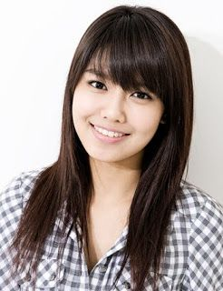 Long Asian Straight Hairstyle With Side Swept Bangs Fashion Gossips Asian Long Hair Long Hair With Bangs Hair Styles