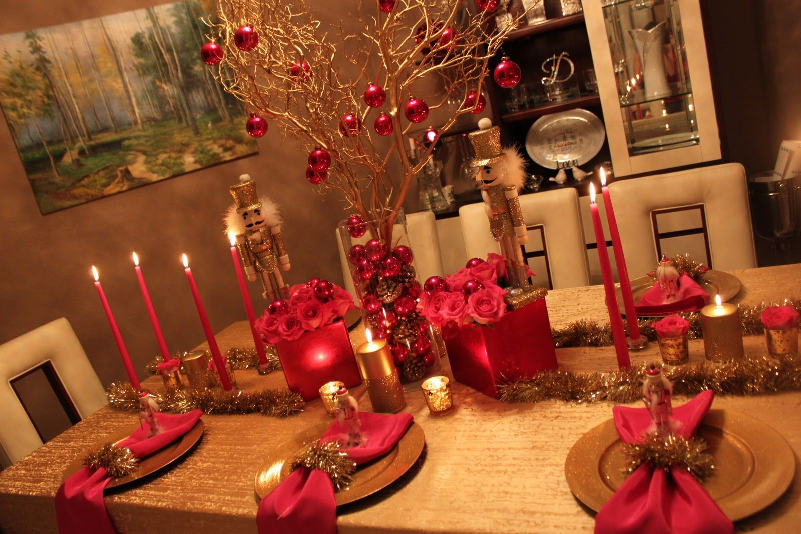 Pink & Gold table settings, love the little nutcrackers! :) #lillyholiday