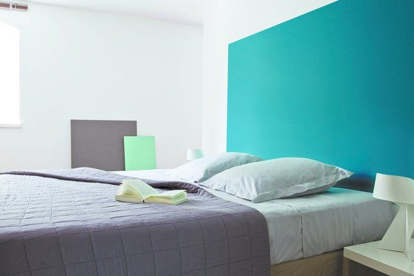 entre turquoise et bleu canard le bleu enamel blue est une teinte pure et originale elle s. Black Bedroom Furniture Sets. Home Design Ideas