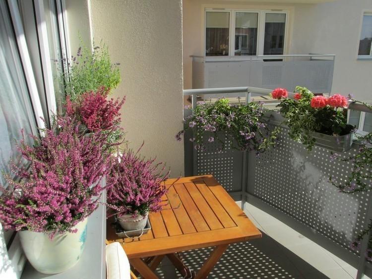 Balcon für den Herbst geschmückt - fünfzig Ideen Garten und