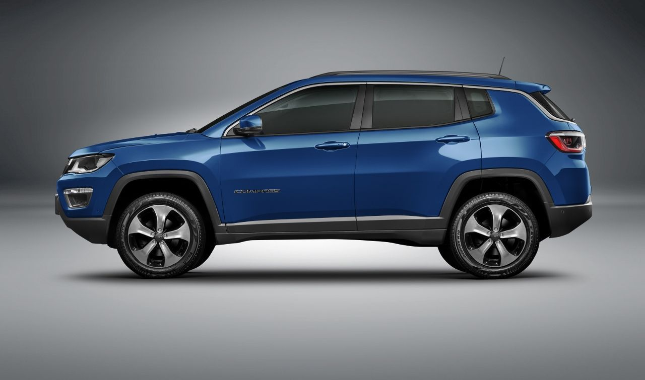 Jeep Compass Mid Size Suv At Side Jeep Compass Jeep Best Midsize Suv