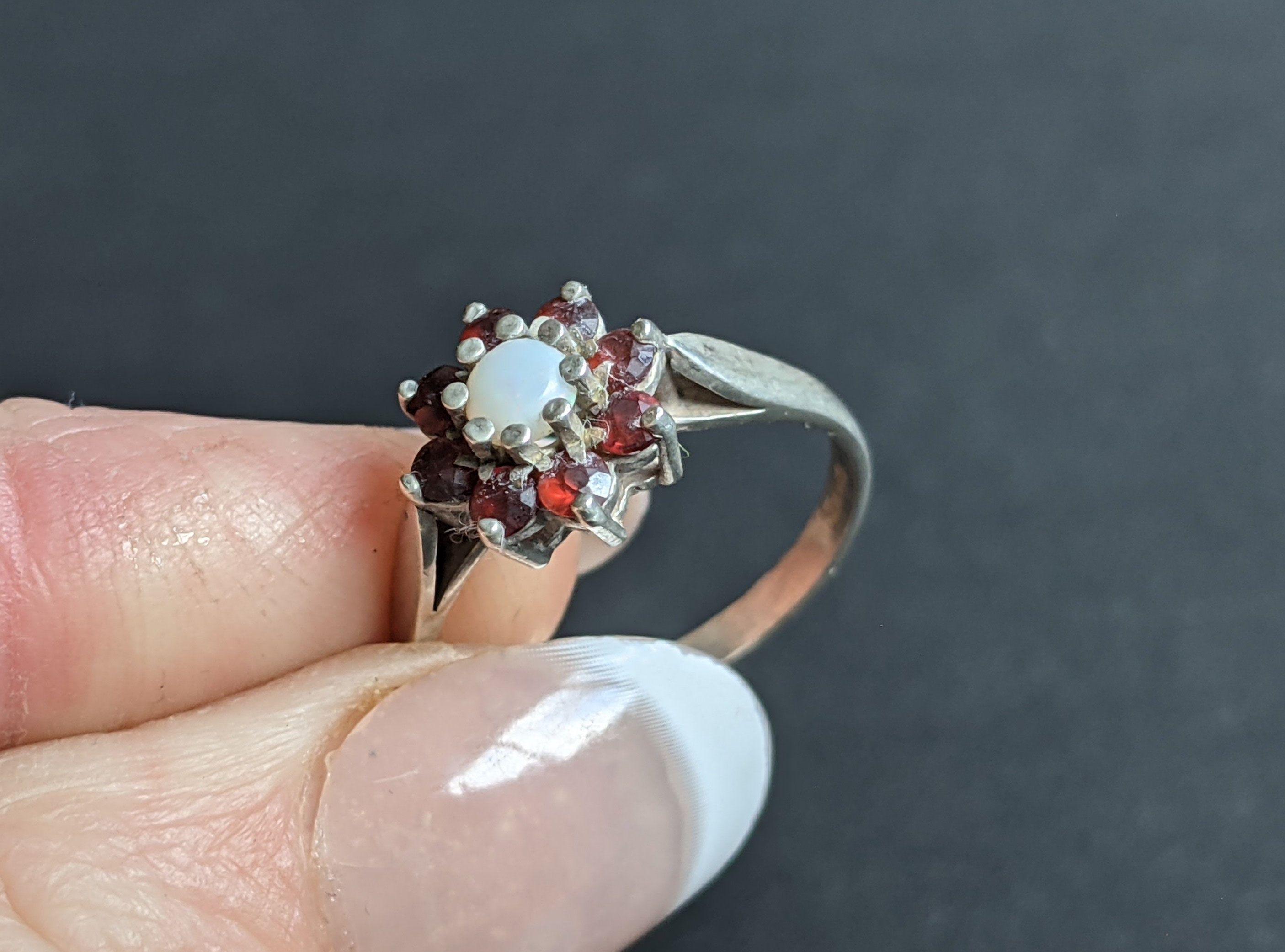 Vintage Sterling Silver Garnet /& Opal Cluster Ring Retro UK Size T US Size 9 58