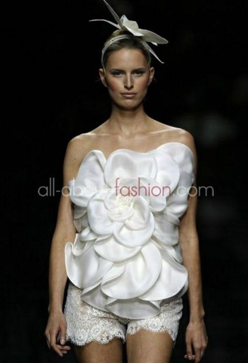 Manuel Mota pour Pronovias 2013 : des robes de mariée modernes et sexy