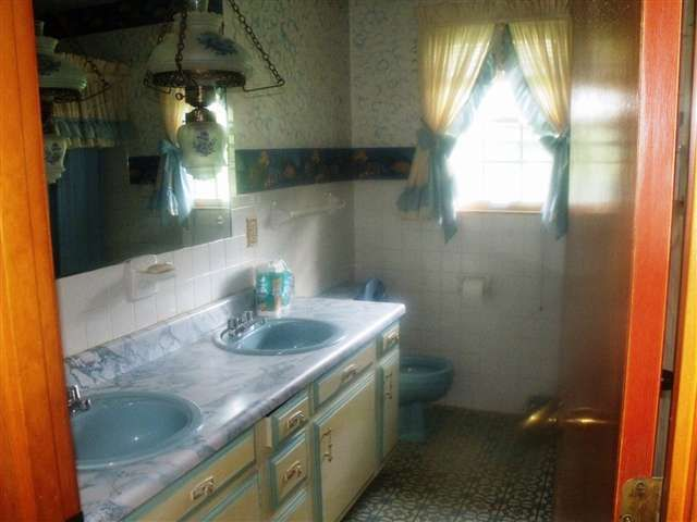 1976 vintage original hanging lamp lighting retro bathroom 1976 vintage original hanging lamp lighting retro bathroom campbellsville kentucky home house for sale mozeypictures Gallery