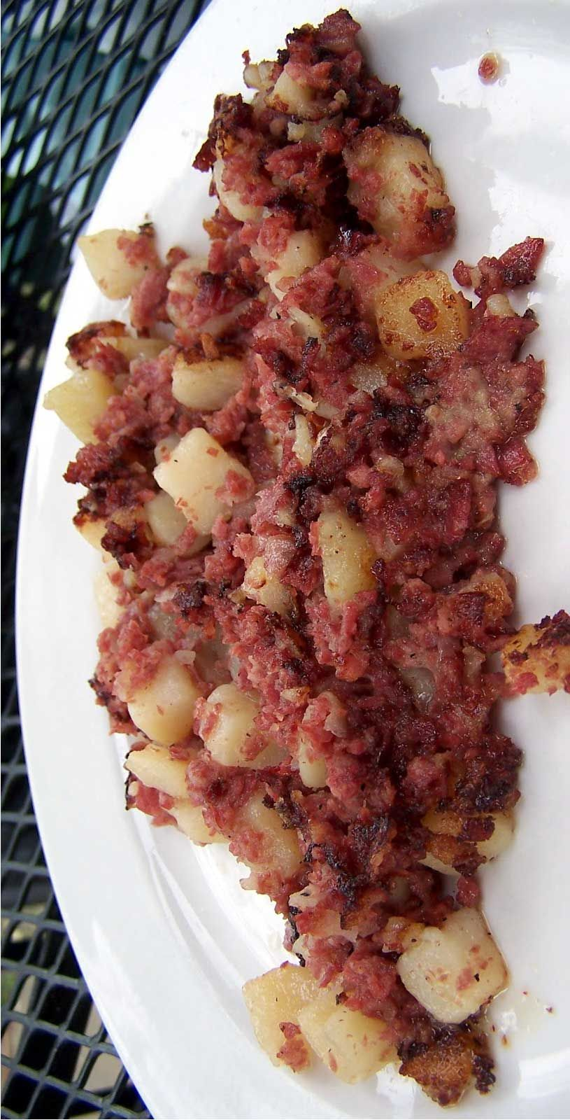 Corned Beef Hash I Will Never Make Corned Beef Hash From A Can Ever Again This Was Super Easy To Make Corned Beef Recipes Corned Beef Hash Recipe Recipes