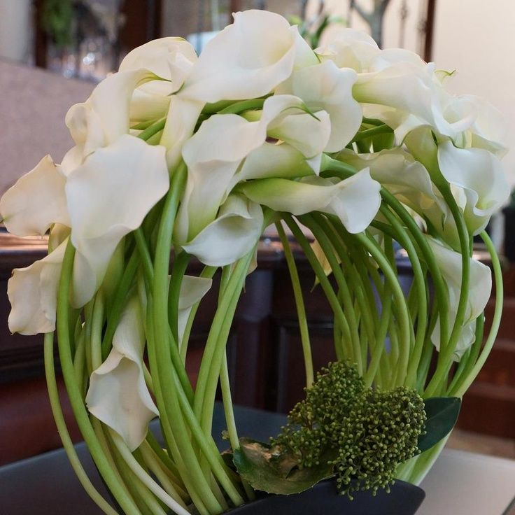 Calla Lilies Beautiful Design Floral Arrangement 2019 Floral Decor Modern Flower Arrangements Flower Arrangements Amazing Flowers