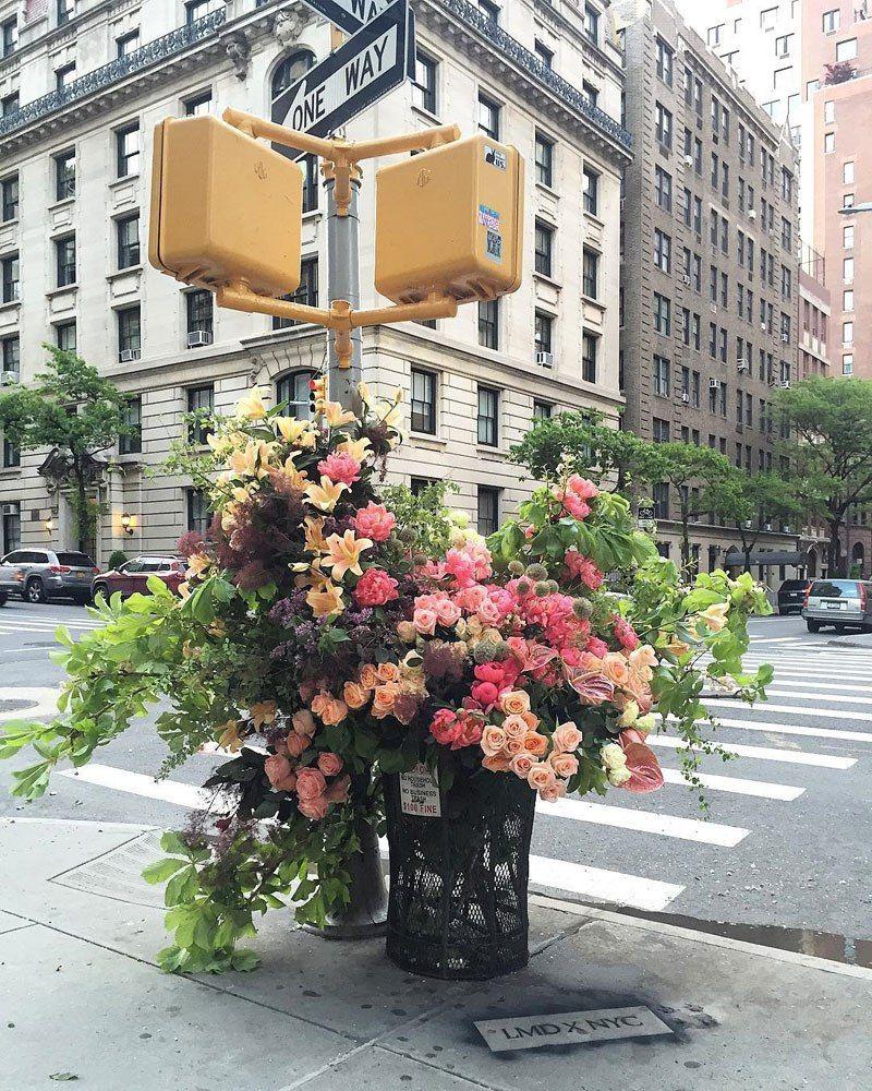 Bouquets de fleurs géantes new york city streets lews miller design ...