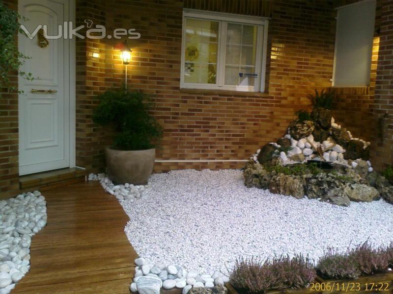Jard n de piedras blancas jardines pinterest piedras for Piedras blancas para decorar