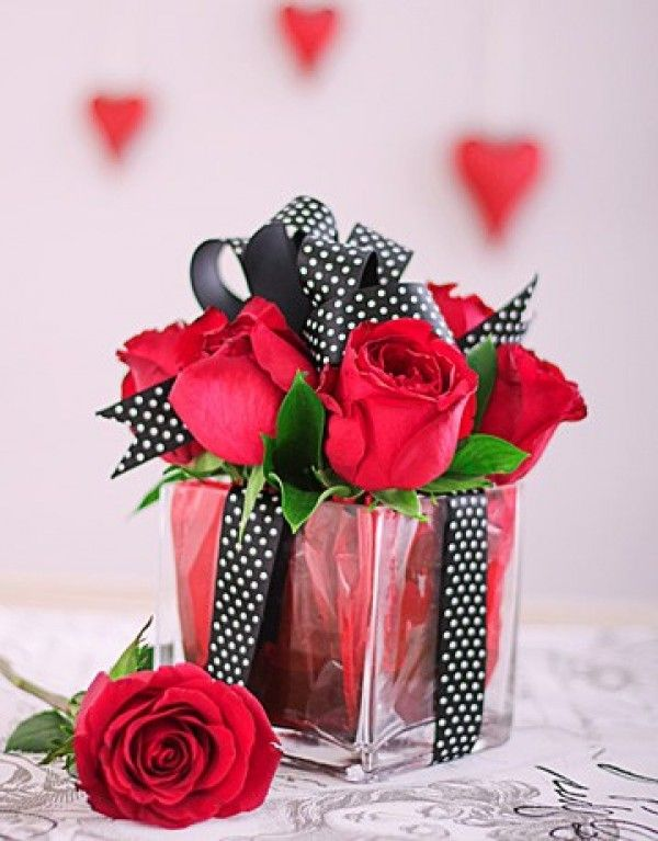 Red Roses In A Square Glass Vase Floral Arrangements Diy Rose Floral Arrangements Valentines Red Roses