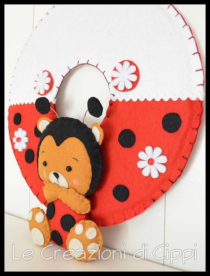 Ghirlanda in pannolenci con coccinella realizzata a mano for Decorare una stanza per bambini
