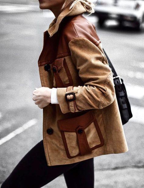 Avec sa dégaine seventies suavement chaleureuse, cette veste bi-matières donne envie de braquer une boutique Prada