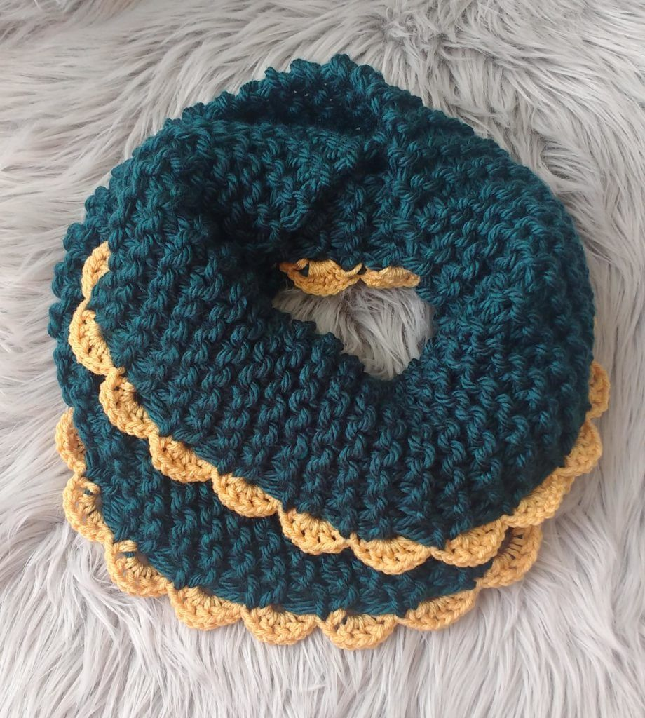 Ridiculously Easy Chunky Scallopped Infinity Scarf - I ...