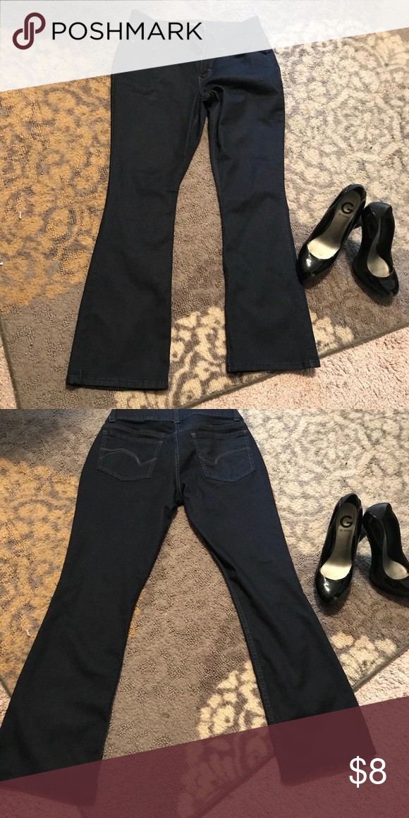 c3e5129fdf9 Riders by Lee jeans $2/15 or $3/30 Mid rise boot cut denim jeans . Have  only been worn 3times. In very good condition Lee Jeans Boot Cut