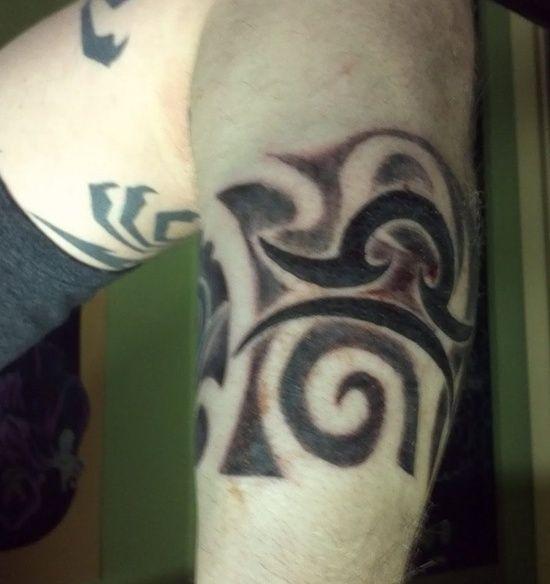 modèle de tatouage balance type tribal   tatouage signe du zodiaque