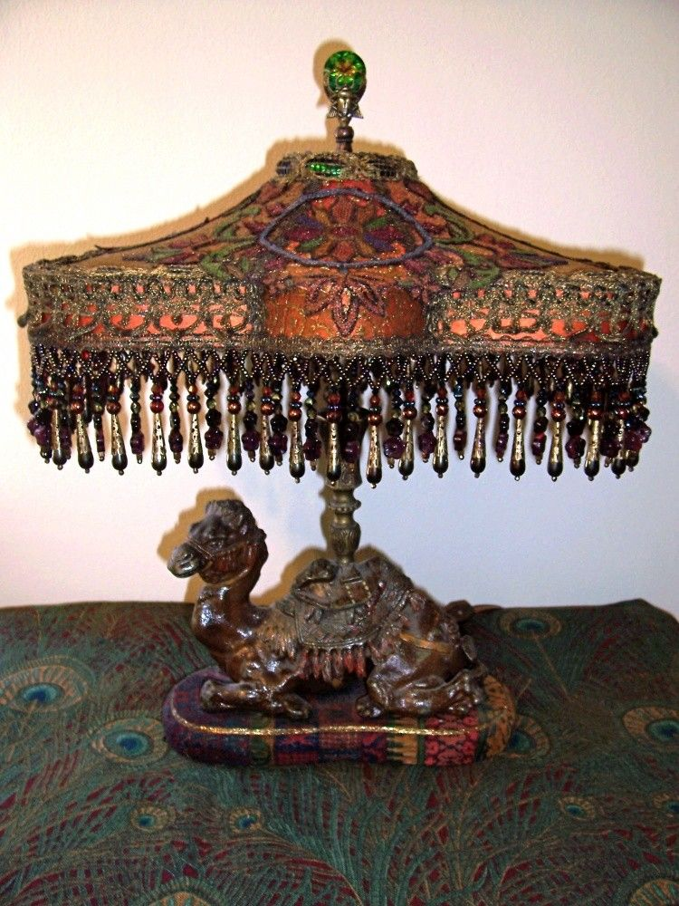 trim beaded Vintage table