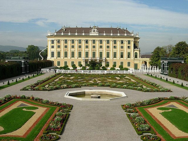 5 Awesome palaces in Vienna you cannot miss! - travelbuzzpro.com