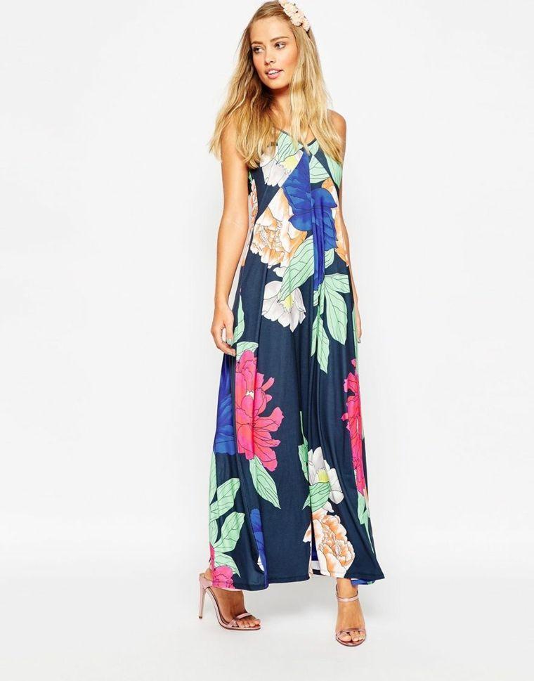 dc224dc8a4a1 Vestito invitata matrimonio di colore blu con motivi floreali e una  lunghezza fino alla caviglia