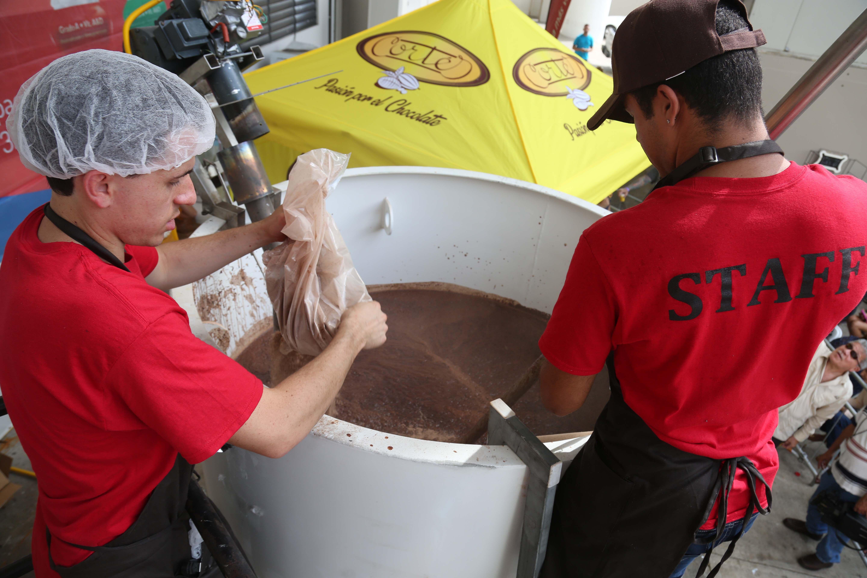 Taza de Chocolate Cortés rompe un récord mundial
