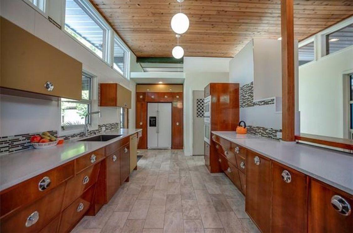 Pin By Thunder Walker On The Breathe House Mid Century Kitchen Kitchen Kitchen Cabinets