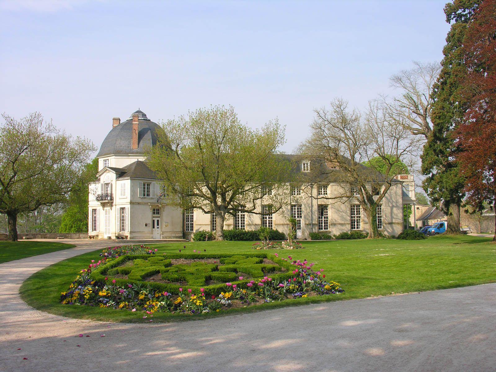 Ch¢teau de Chateauneuf sur Loire France chambre d hotes
