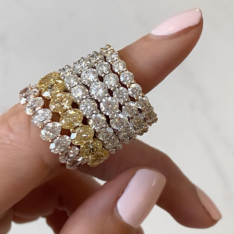 Ovals or Rounds?? 💎 ⠀⠀ #tovaaeternitybands #tovaamoissanite #moissy #diamondalternative #eternitybands #canary #diamond #engaged #weddingband #ringstacks #ido #pushpresent #love