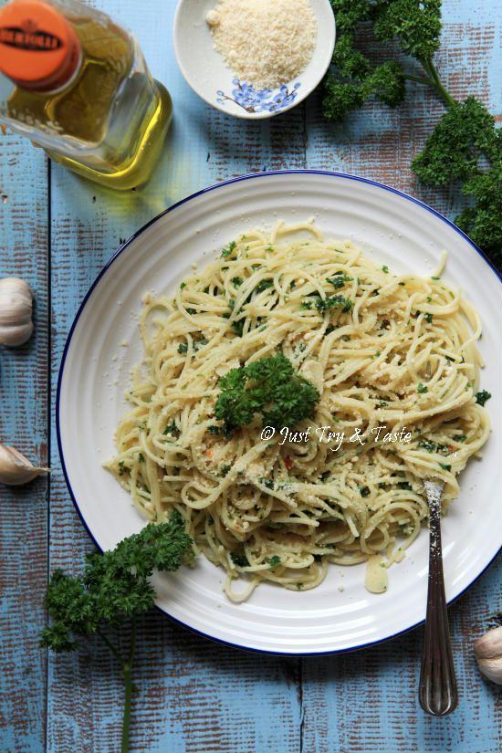 Resep Spaghetti Aglio E Olio Spaghetti Dengan Bawang Dan Minyak Zaitun Resep Pasta Resep Makanan Ide Makanan