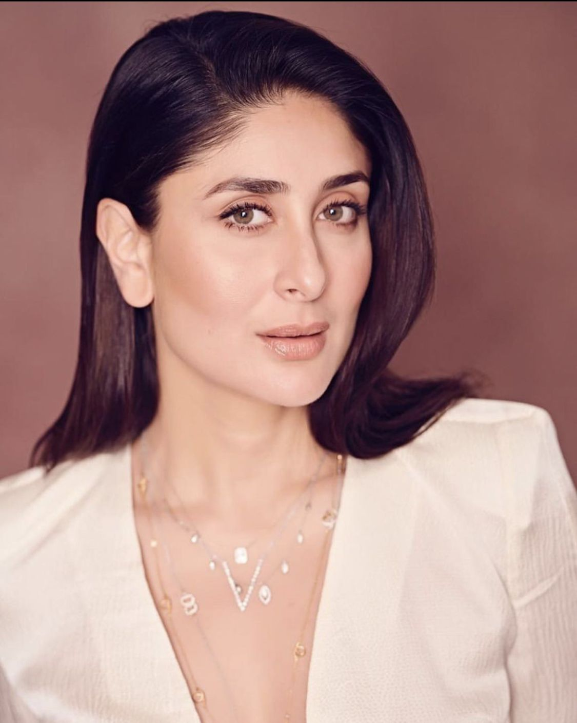 Kareena Kapoor Khan Biography Age Height Movies Net Worth More Buzzzfly Kareena Kapoor Khan Kareena Kapoor Karena Kapoor