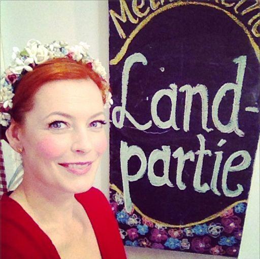 Enie Van De Meiklokjes Wears Miss Lillys Hats 3 Enie Stil
