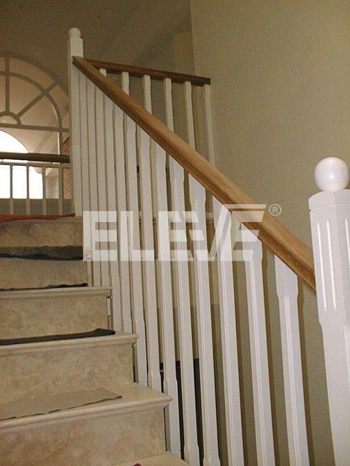 Baranda con balustres de madera pintada pasamano de - Modelos de escaleras de madera ...