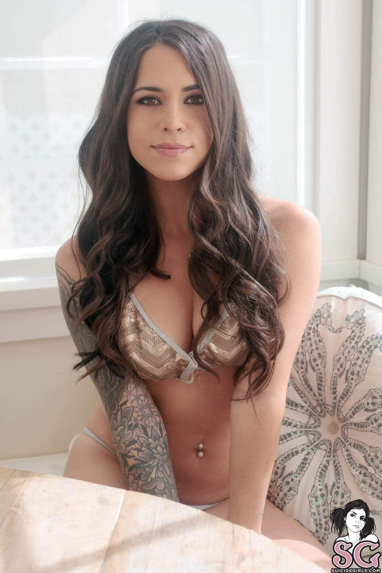 Hot Suttin nude photos 2019