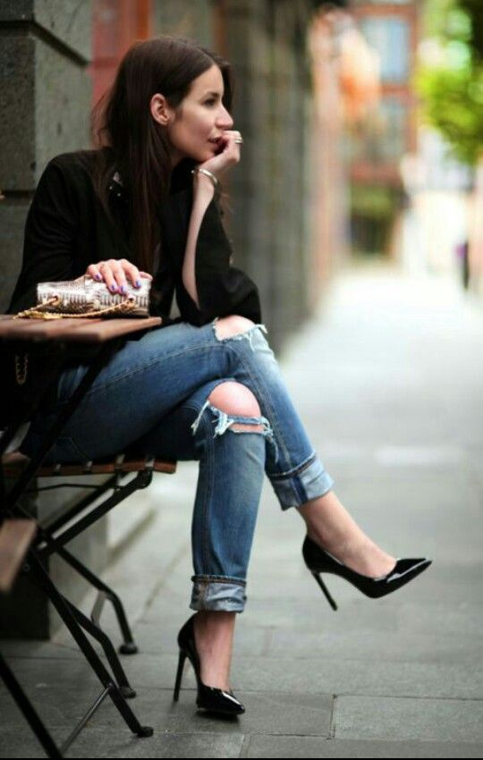 #Streetstyle #stilettos #black #heels #shoes #casual #chic