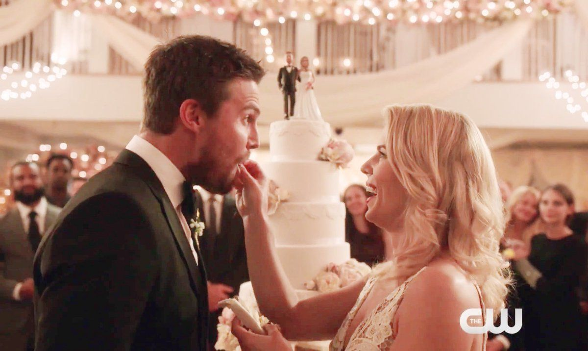 Oliver and Felicity during their wedding in 6.09   Oliver ...