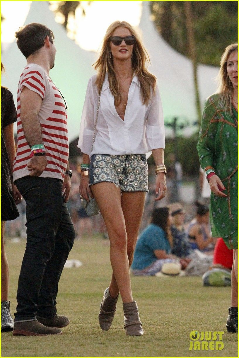 Dear Celebrities, This is how you Cochella...