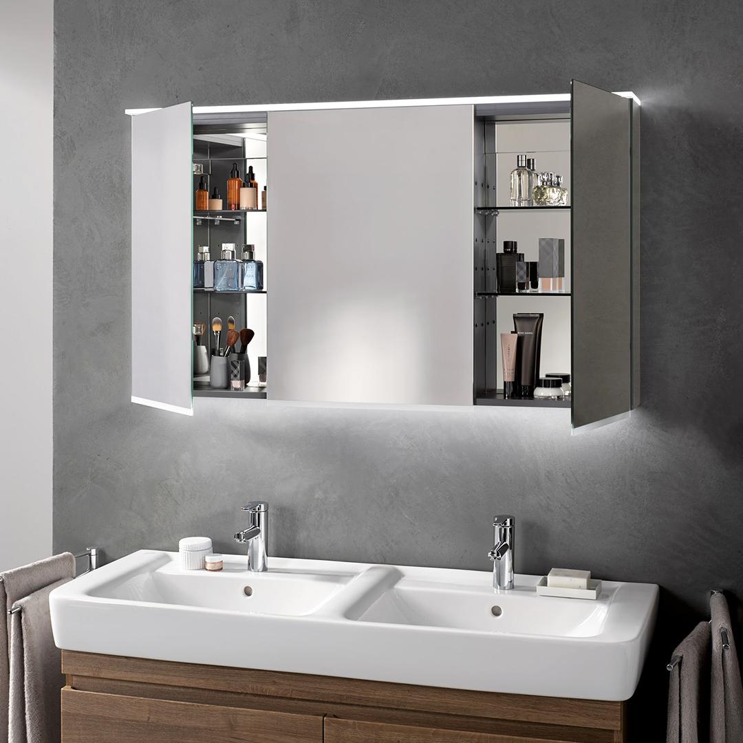 Zierath Tiber Plus Eine Attraktive Erganzung Fur Ihren Waschplatz Ist Der Tiber Plus Lichtspiegel Mit Energiesparender Led Be Led Beleuchtung Led Lichtspiegel