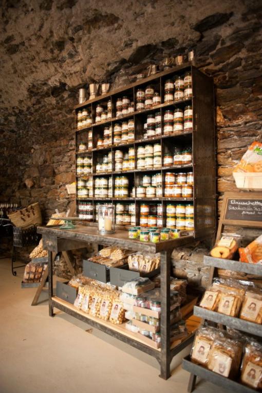Arredamenti su misura per negozi commerciali locali for Arredamenti per locali commerciali