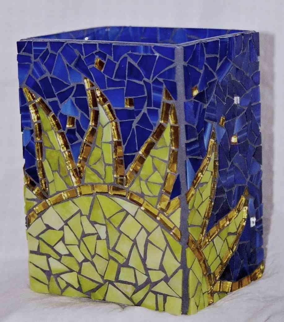 Pin by clauvrarei on A Mosaic Flower Pots   Mosaic art, Mosaic ...