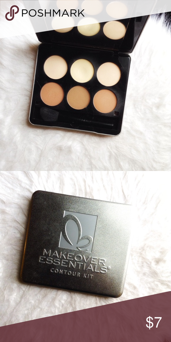 Makeover essentials contour kit Used good condition. Still